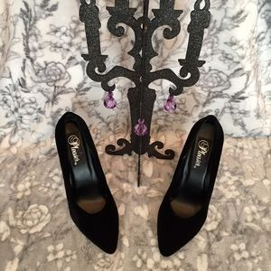 👠 NWB. Pleaser Black Velvet Pumps
